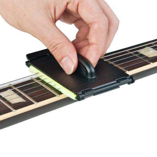 מנקה מיתרי גיטרה