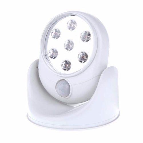 מנורה מתכווננת הנדלקת באמצעות חיישני תנועה