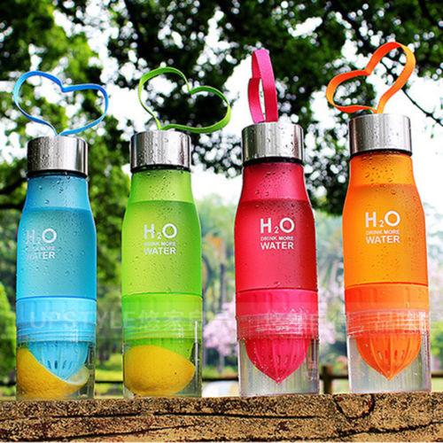 בקבוק לסחיטה והכנת מים טבעיים בטעמים