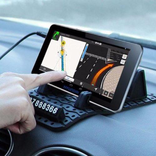 פד להחזקת הנייד יציב על הדשבורד ברכב