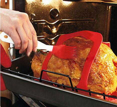פד סיליקון עם ידיות להרמה והחזקה של תבשילים חמים