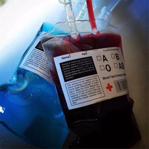 שקית לאחסון שתייה בצורת שקית דם