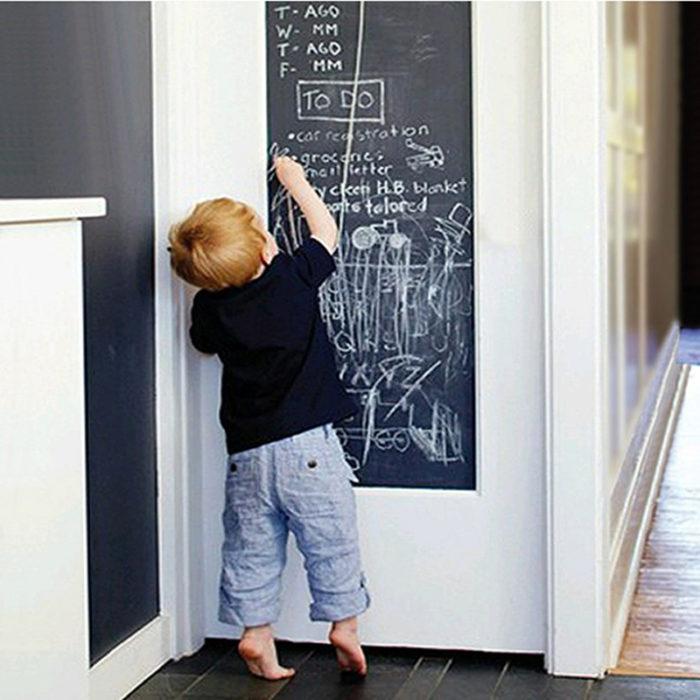 לוח גירים ביתי נצמד לקיר