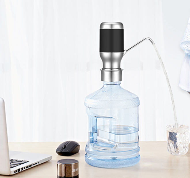 משאבת מים נטענת ההופכת כל בקבוק לברז