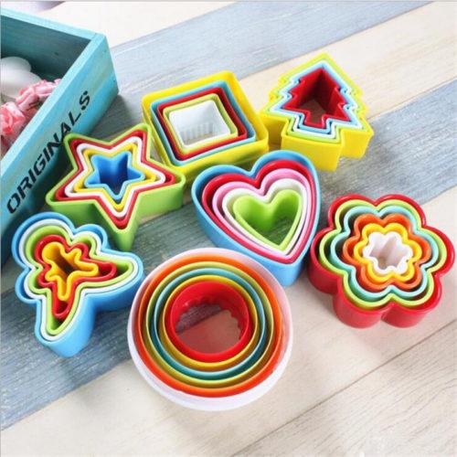 חותכי עוגיות לאפייה בצורות שונות ומדליקות