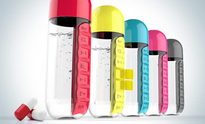 """בקבוק מים 600 מ""""ל עם ארגונית תרופות וכדורים מובנית"""