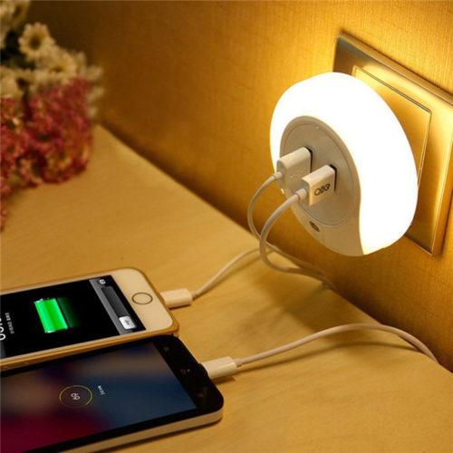 מנורת לילה עם 2 יציאות USB להטענה