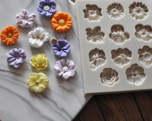 תבנית בצורת פרחים לעוגיות ועוגות