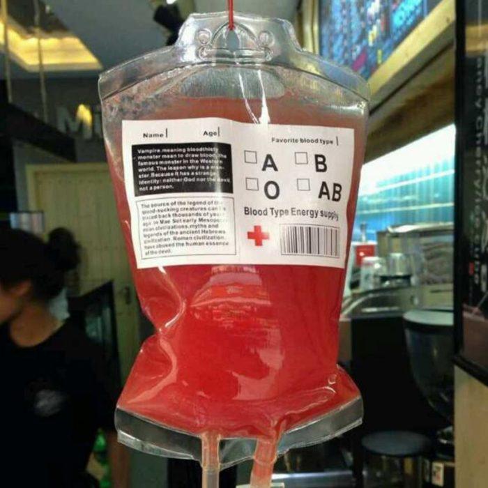 שקית שתייה בצורת שקית דם