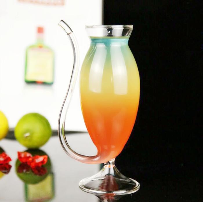 2 כוסות שתייה מזכוכית שקופה בעיצוב מיוחד עם קשים מובנים