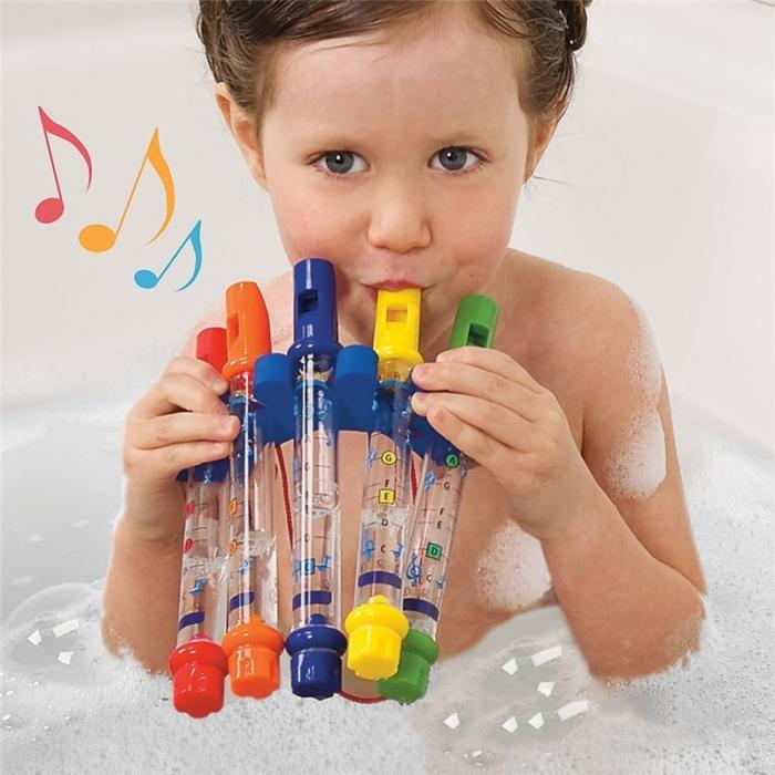 חלילית משחק לילדים באמבטיה