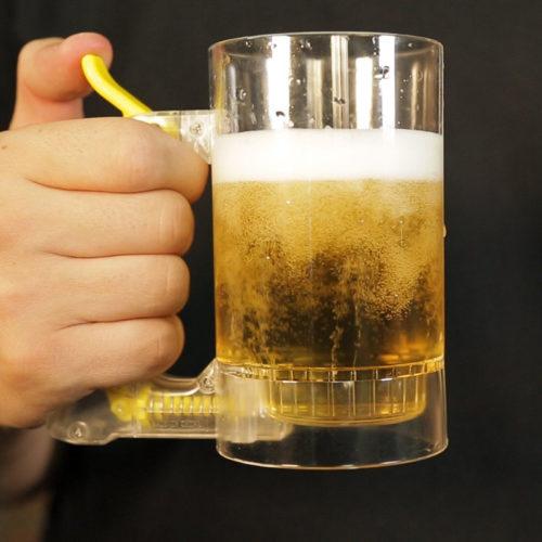 כוס מקציפה בירה בלחיצת כפתור