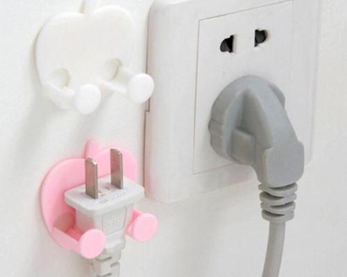 קליפס להחזקת תקע חשמל צמוד לקיר