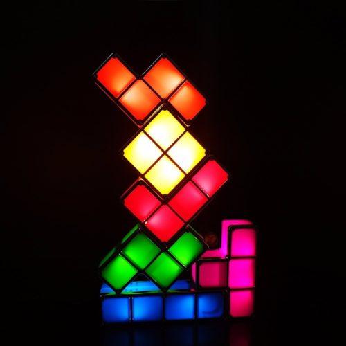 מנורת לילה בצורת טטריס בסידור עצמי