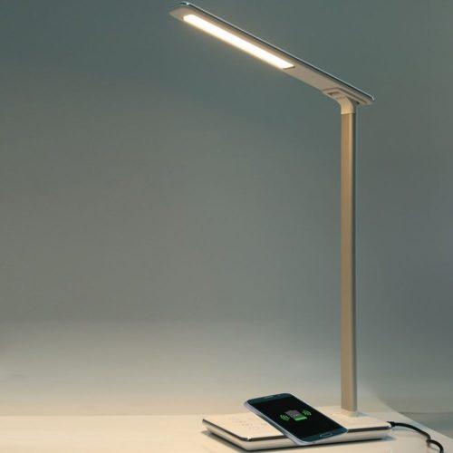 מנורת שולחן חכמה עם משטח טעינת סמארטפונים אלחוטי