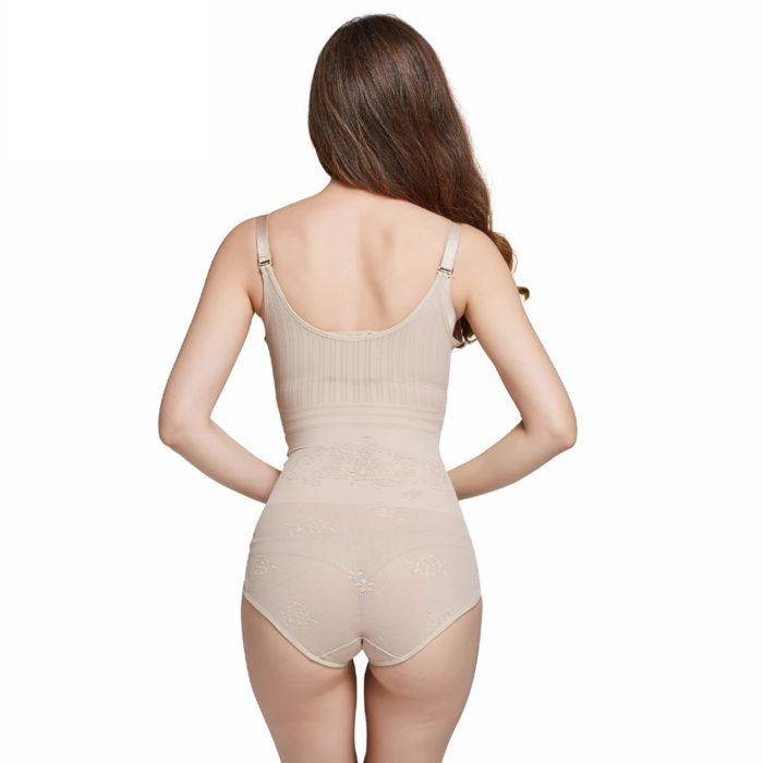 בגד מעצב ומחטב גוף לנשים מתחת לבגדים