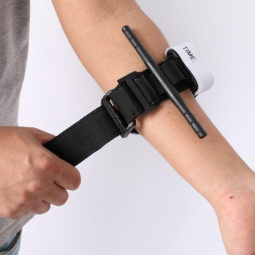 חגורת חירום חוסמת עורקים להפסקת דימום מפצעים פתוחים