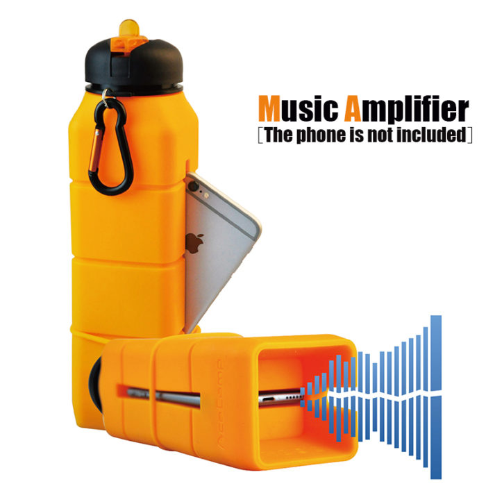 בקבוק מים עם פתח מגבר לטלפון להשמעת שירים ולאחסון