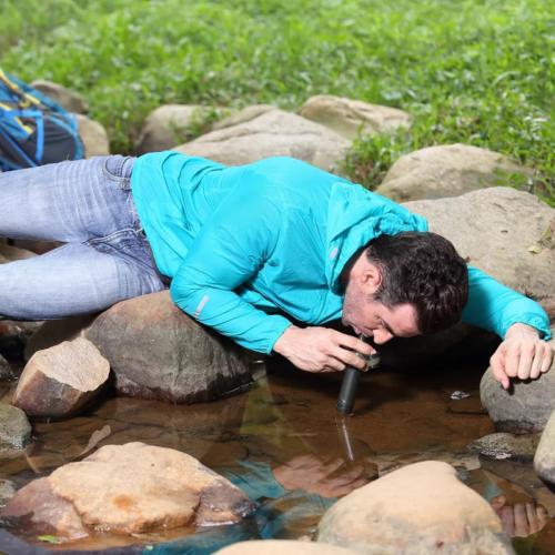 קש לטיהור מים באופן מיידי בזמן השתייה
