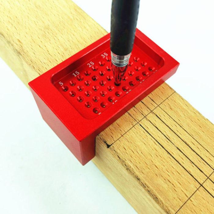כלי עבודה לסימון קווים ישרים על עץ, גבס, ועוד