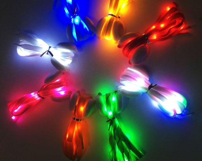 שרוכים עם נורות לד במגוון צבעים