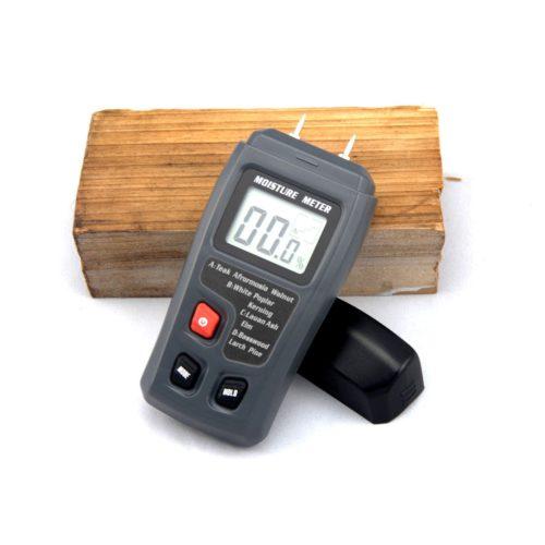מכשיר למדידת לחות בתוך עץ