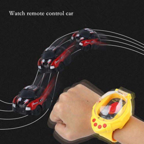 מיני מכונית על שלט הנשלטת ומאוחסנת באמצעות שעון יד