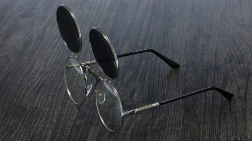 משקפי שמש אופנתיים עם עדשות הניתנות להרמה