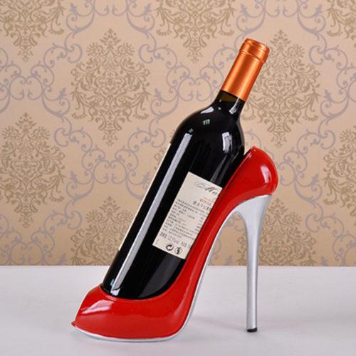 מחזיק בקבוק יין מעוצב בתור נעל עקב
