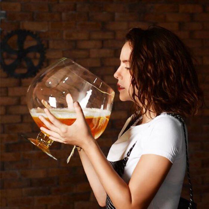 כוס יין ענקית