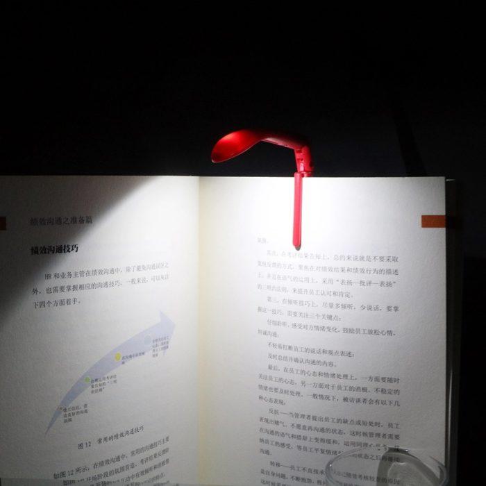 סימנייה לספרים עם תאורה מובנית