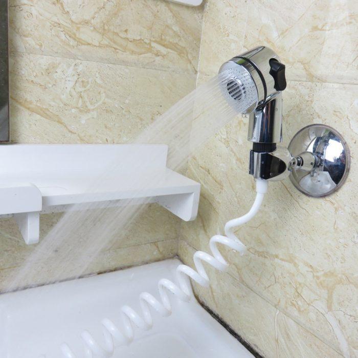 ראש מקלחת המתחבר לברז בכיור עם מווסת זרם
