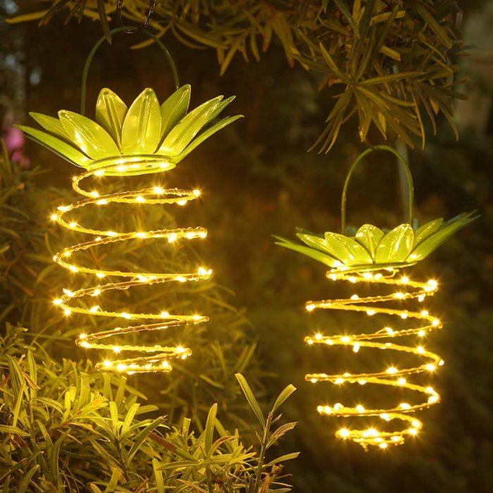 מנורה סולארית לחצר בצורת אננס