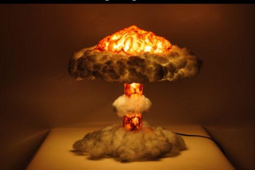 מנורת לילה תלת מימד בצורת פטריה גרעינית