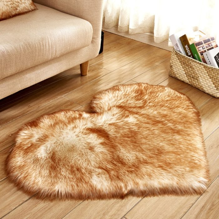 שטיחון שאגי לחדר בצורת לב