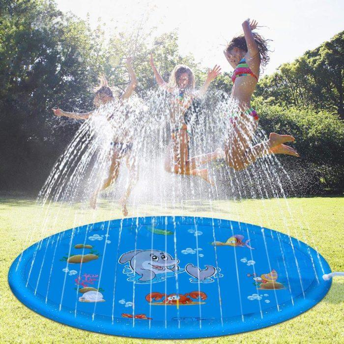 משטח מזרקה לילדים המתחבר לצינור הגינה