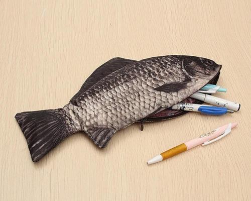 קלמר בצורת דג מציאותי