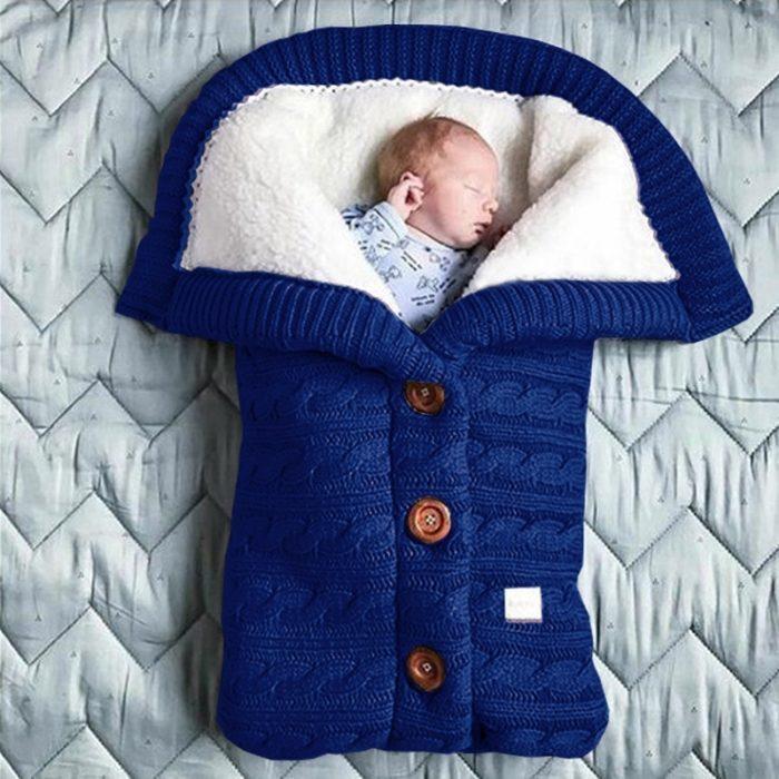 שק שינה חם ונעים לתינוקות בצורת חולצה עם כפתורים