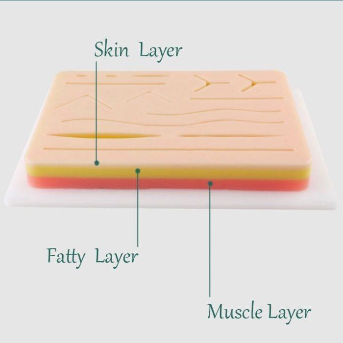פד המדמה עור אדם עם חתכים שונים לתרגול תפרים רפואיים