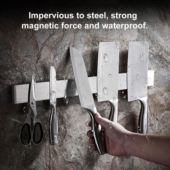 בלוק מגנטי להצמדת סכינים וכלי מתכת לקיר