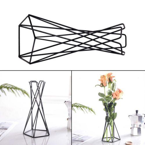 אגרטל מתכת בעיצוב גיאומטרי מינימליסטי