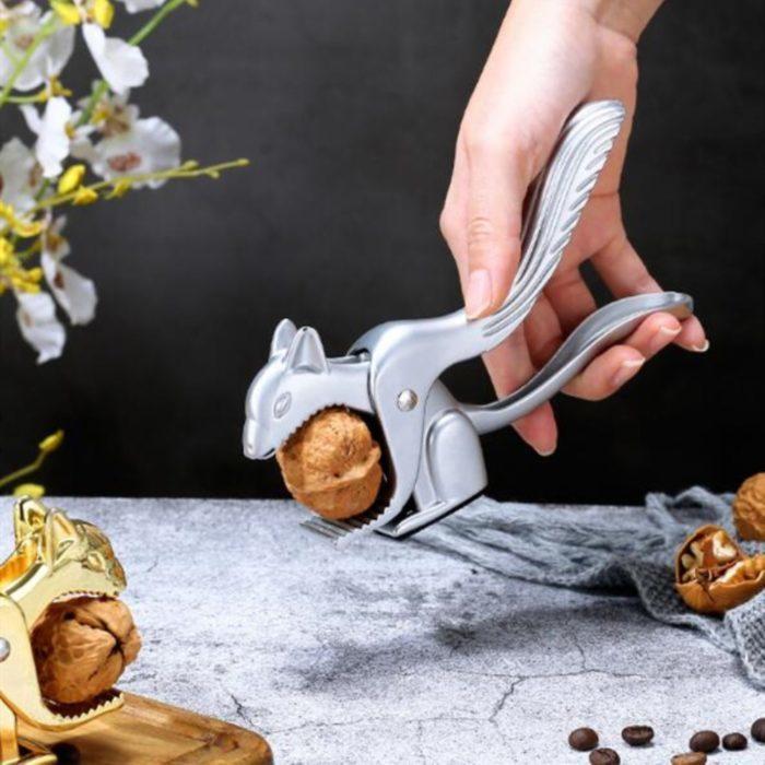 מפצח אגוזים בצורת סנאי דקורטיבי