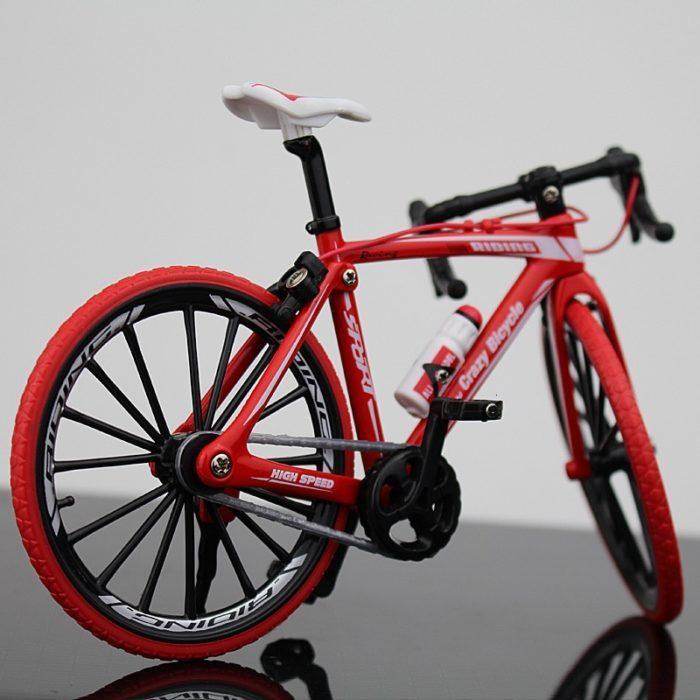 מודל אופניים 1:10 עם חלקים ניתנים להזזה