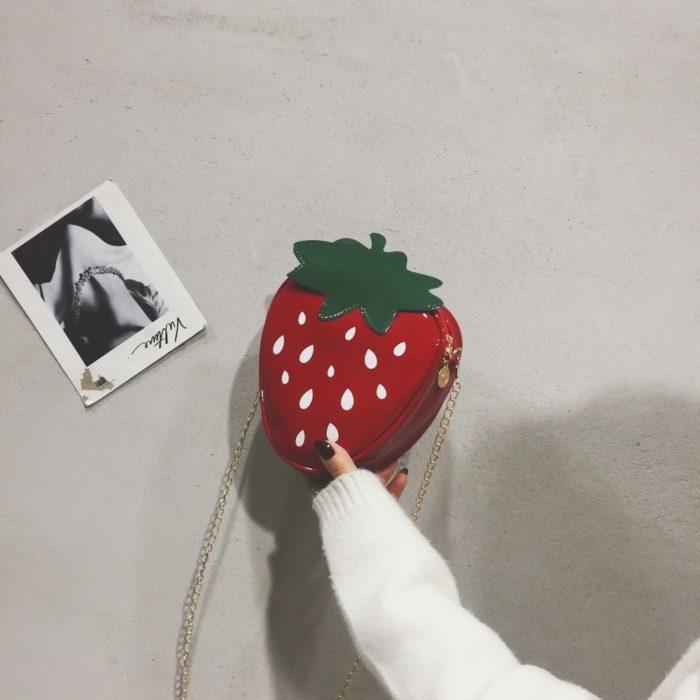 תיק צד קטן בצורת תות
