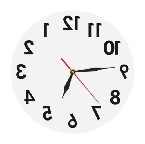 שעון זז הפוך עם ספרות הפוכות