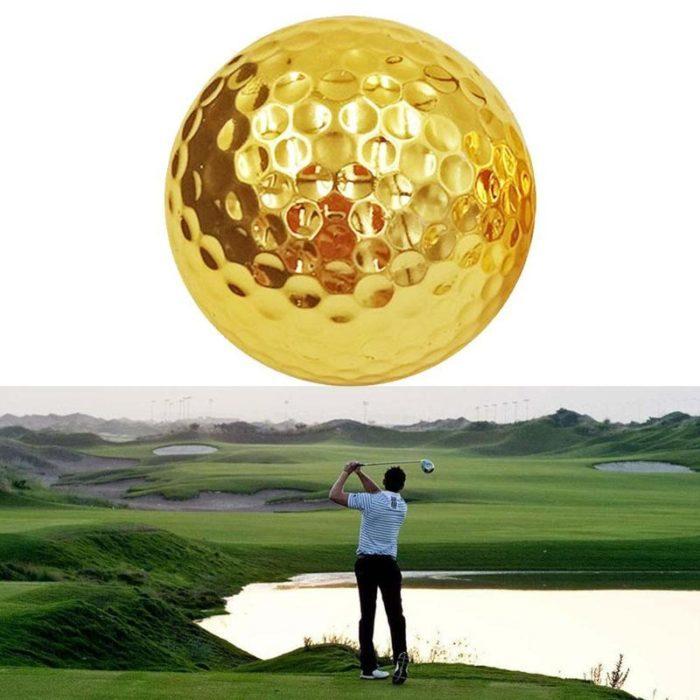 כדור גולף מוזהב