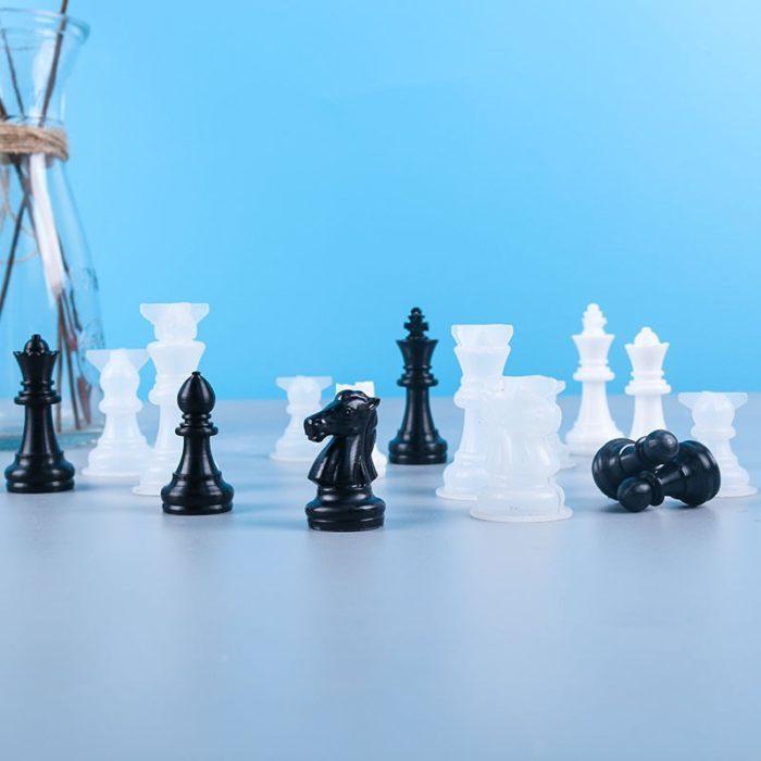 תבנית להכנת לוח שחמט ושחקנים בהכנה עצמית