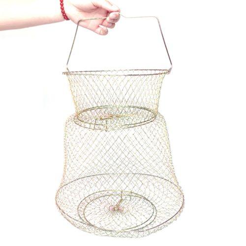 סלסלת רשת מברזל לאחסון דגים בתוך המים בזמן הדיג