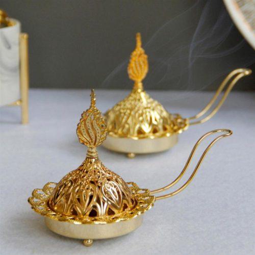 מעמד מוזהב לקטורת ונר בעיצוב מנורת קסמים