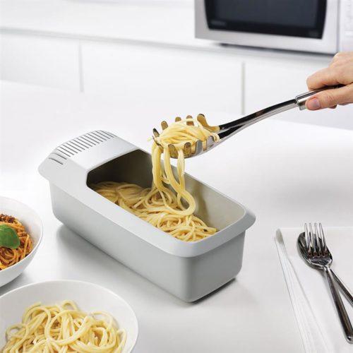 כלי להכנת פסטה במיקרוגל עם מסננת מובנית